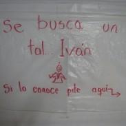 hicimos esta cartelera para llamar la atención de Ivan que nos iba a recoger