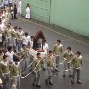 Procesión con la imagen de la Virgen del Rosario