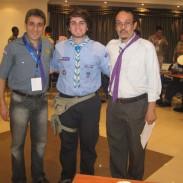 Sebastián López con el director de la Casa Scout Árabe a la izquierda y a la derecha el director del Museo del Cairo